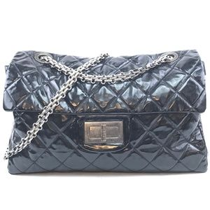 709133ea6bb0 Women Chanel Reissue Flap Bag on Poshmark